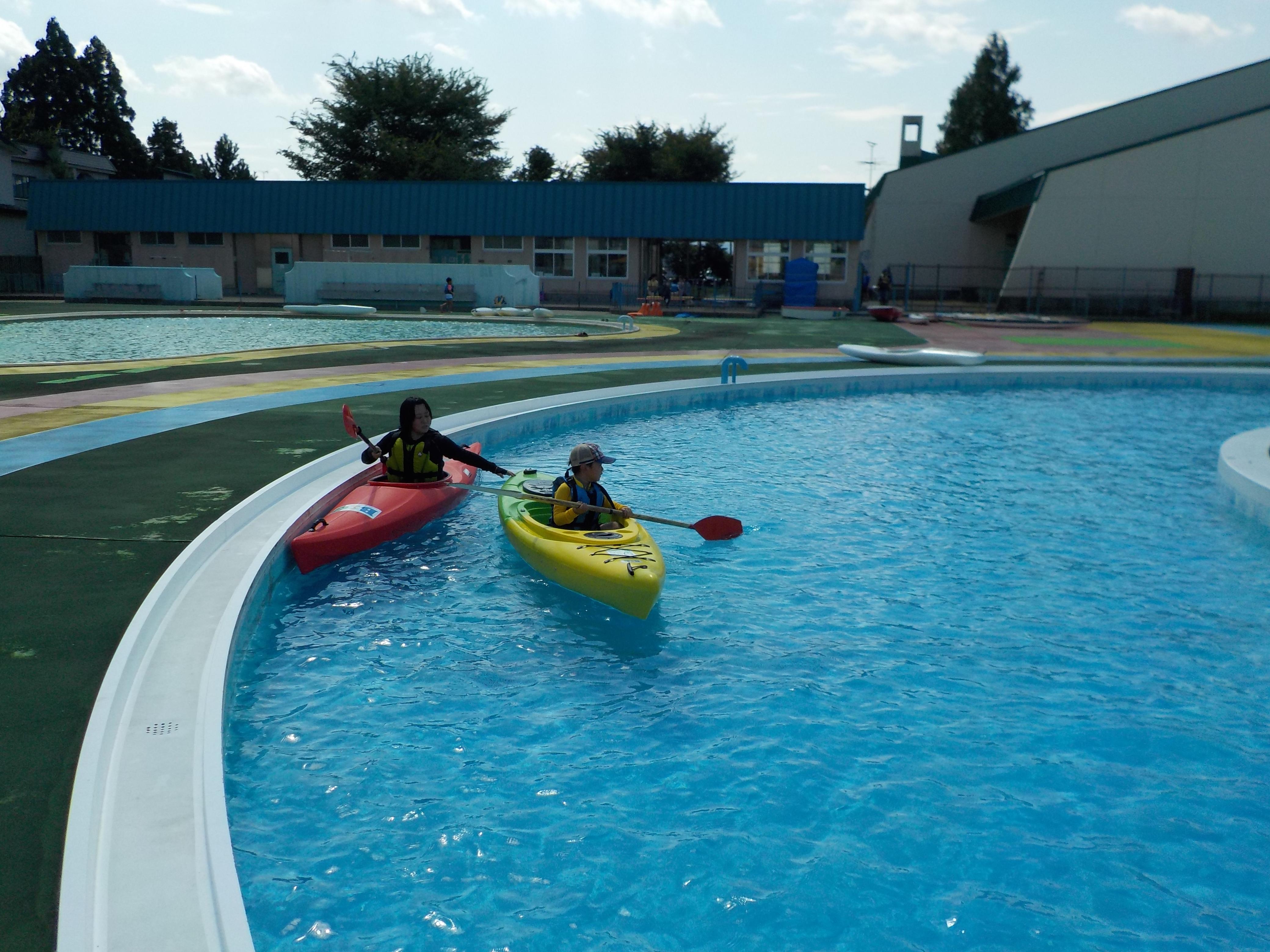 プールでカヌー&SUP体験!